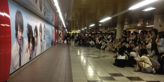 female crowds in shinjuku station