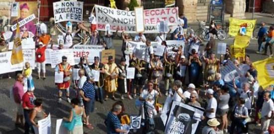 Manifestazione antipedofilia Verona