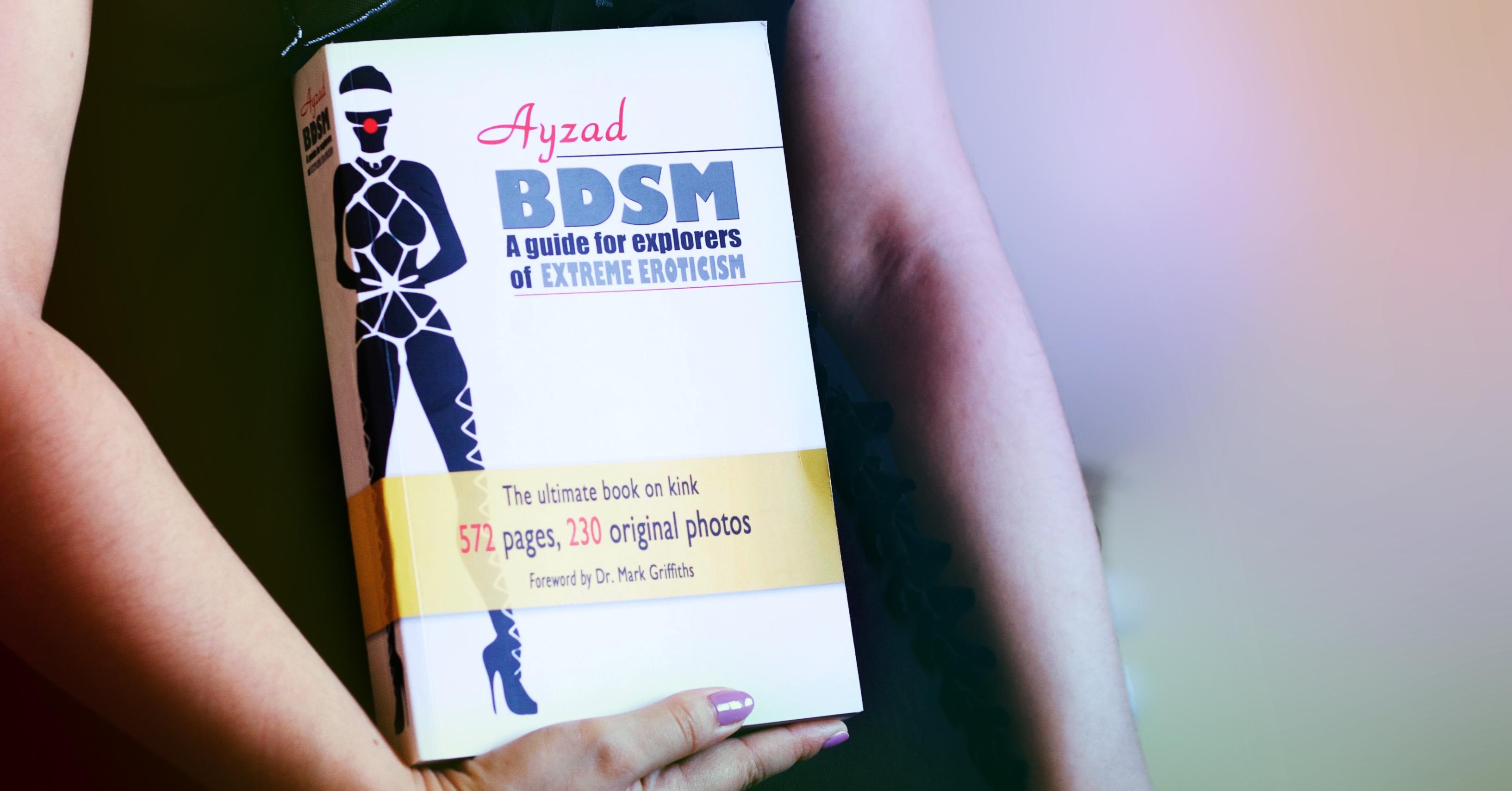 L'edizione inglese di BDSM - Guida per esploratori dell'erotismo estremo, di Ayzad